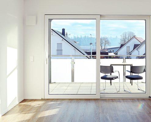 Für Behaglichkeit und Ästhetik sorgen lichtdurchflutete Räume, hochwertiges Parkett und großzügige Balkons